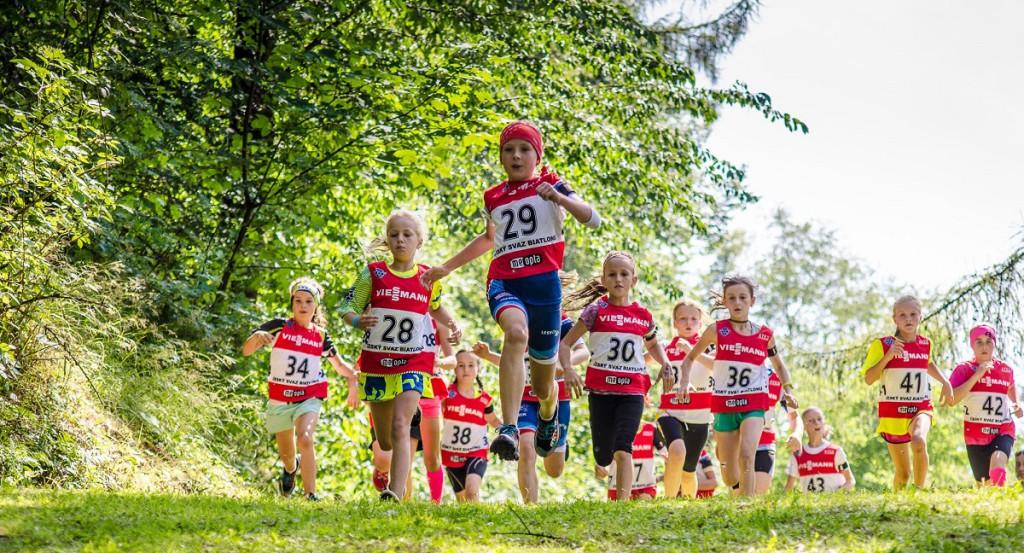 Nela Lušovská (29) z Rožnova pod Radhoštěm vyhrála závod s hromadným startem v kategorii nejmladších žákyň, ve sprintu pak obsadila tří pozici