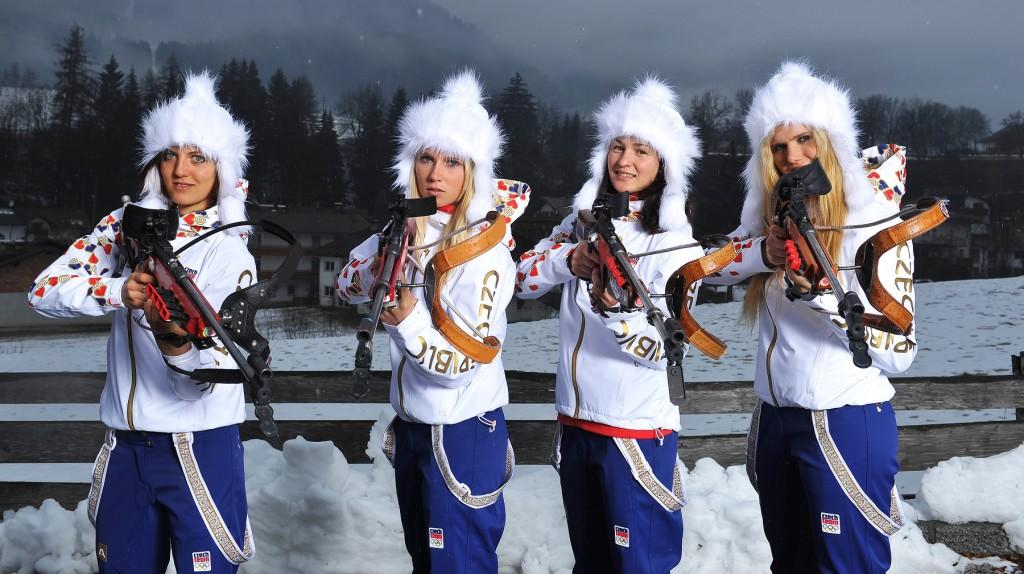 Dočkali se! Nyní už bronzové olympijské medailistky - zleva: Jitka Landová, Eva Puskarčíková, Veronika Vítková a Gabriela (S)Koukalová