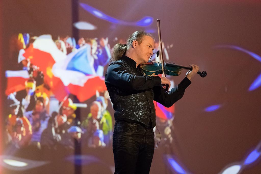 """Houslový virtuóz Pavel Šporcl zahrál na """"vlasteneckou notu"""""""