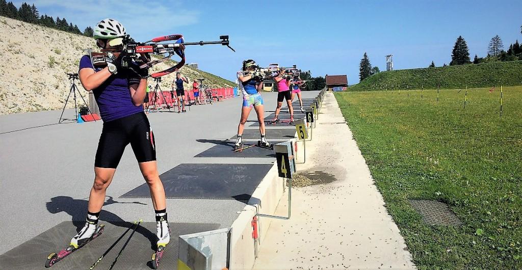 České biatlonistky kam až oko dohlédne... Veronika Vítková, Lea Johanidesová, Lucie Charvátová, Jessica Jislová...