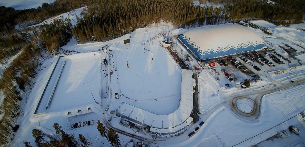 Letecký pohled na lyžařský a biatlonový stadion Ukonniemi