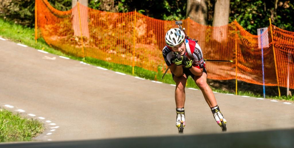 Veronika Vítková na trati sprintu žen na 7,5 km. V jeho cíli se mohla radovat z mistrovského titulu