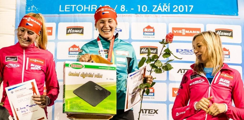 Nejlepší trio supersprintu žen. Zleva: Anna Tkadlecová (2.), Veronika Vítková (1.), Veronika Zvařičová (3.)