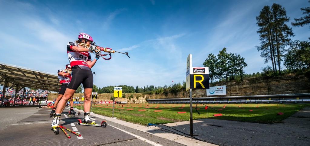 Lea Johanidesová minula ve stíhačce pouze jeden z 20 terčů. Výsledkem bylo druhé místo v závodě žen, hned za suverénní Veronikou Vítkovou