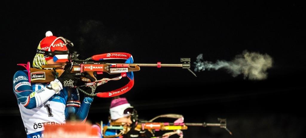 """Na střelnici neminula Veronika Vítková ani jeden z deseti terčů. Stejně si počínalo """"ve střeleckém závodě"""" dalších 21 biatlonistek!"""