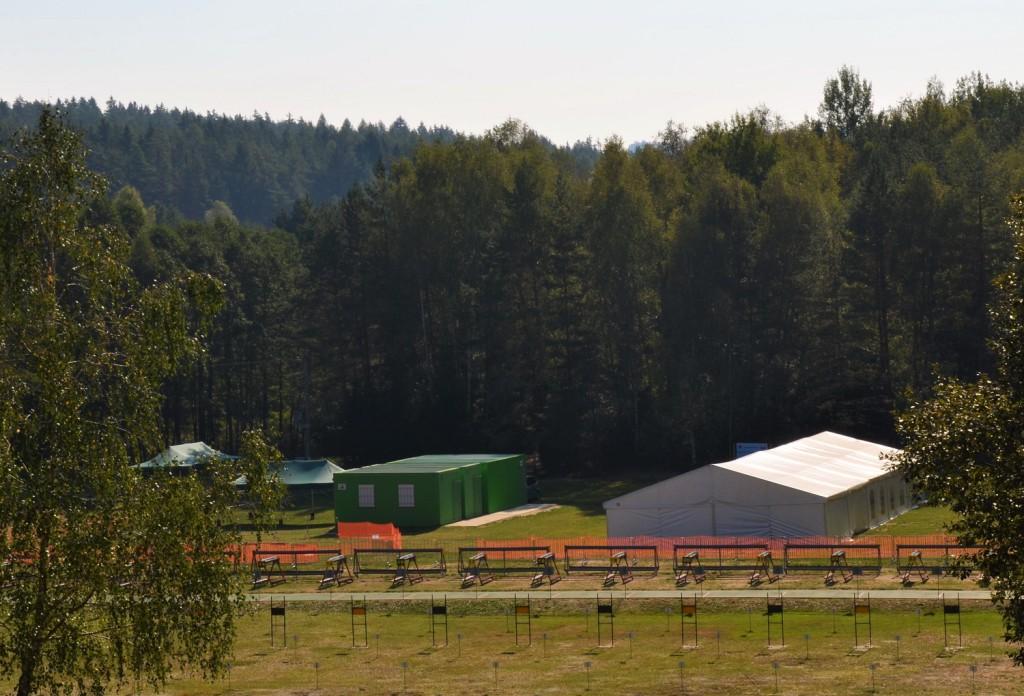 Jednou z dominant areálu při MČR žactva v České Kanadě bude velký stan. Útočiště pro děti před deštěm a chladem.