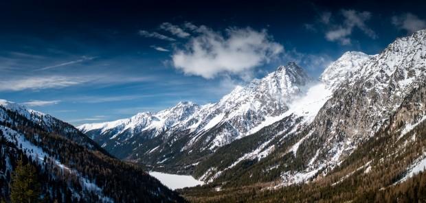 Trénink v oblacích. Biatlonisté v Anterselvě zdolávají průsmyk Passo Stalle