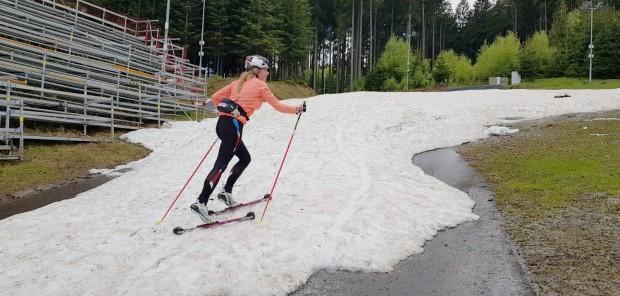 České biatlonistky zaskočily na soustředění v NMNM zbytky sněhu. Stihly i vyšetření očí