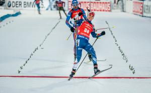 Skvělému ruskému biatlonistovi Antonu Šipulinovi ukázal Michal Krčmář záda