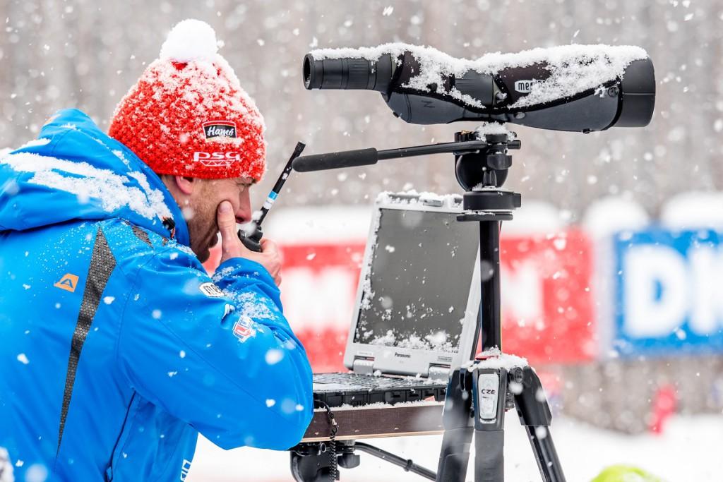 Ondřej Rybář obklopený sněhovou nadílkou hlásí na trať: Bimbo pátý, žeňte ho!