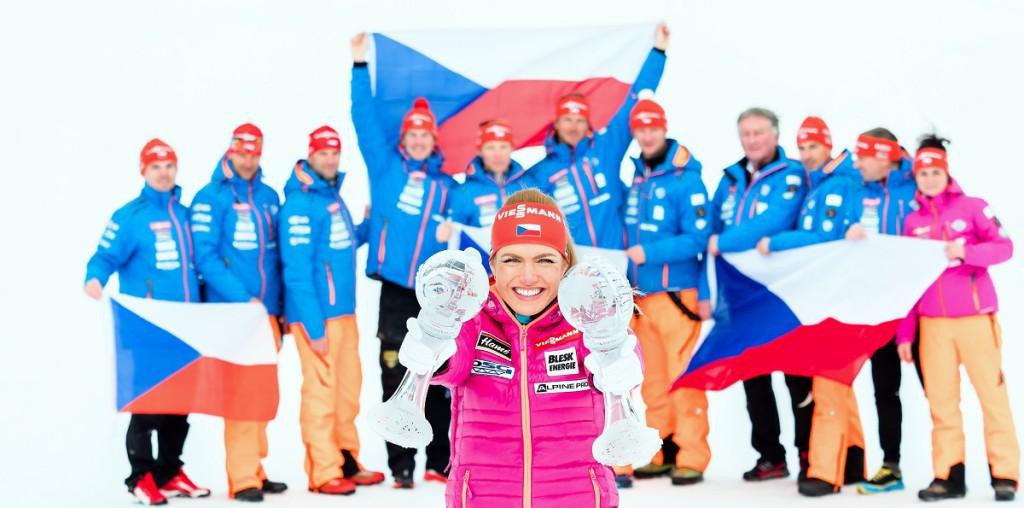 Gabriela Koukalová se svými křišťálovými glóby za sezónu 2016/17