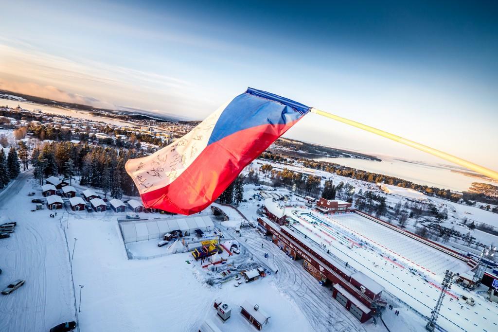 Česká vlajka vláva dnes nad švédským severozápadem nejvýše!