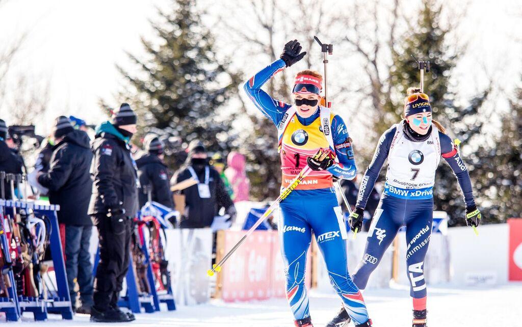 Příjezd na rozhodující závěrečnou položku společně s Italkou Wiererovou. Foto: Český biatlon, Petr Slavík
