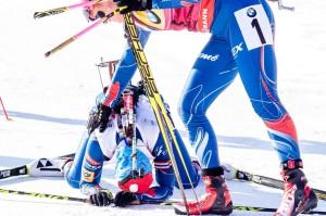 Gabriela Soukalová gratuluje v cíli k 6. místu Veronice Vítkové. Foto: Český biatlon, Petr Slavík