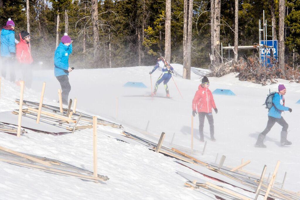 Vítr si doslova pohrál se sprintem žen v kanadském Canmore. Foto: Český biatlon, Petr Slavík